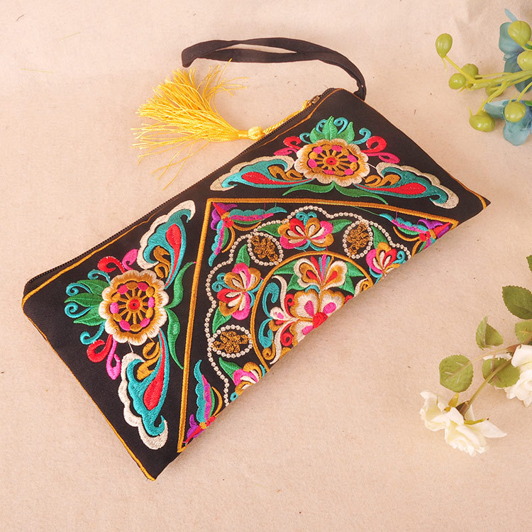 2018 New Embroidery Chinese National Women Bag Coin Purse Women Wallet 3 Colors Floral Day Clutch Handbag Tassel Small Flap W018