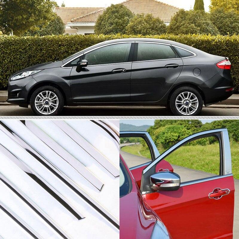 Une garniture de moulure de seuil de fenêtre à piliers de fenêtre exactement adaptée à la berline Ford Fiesta