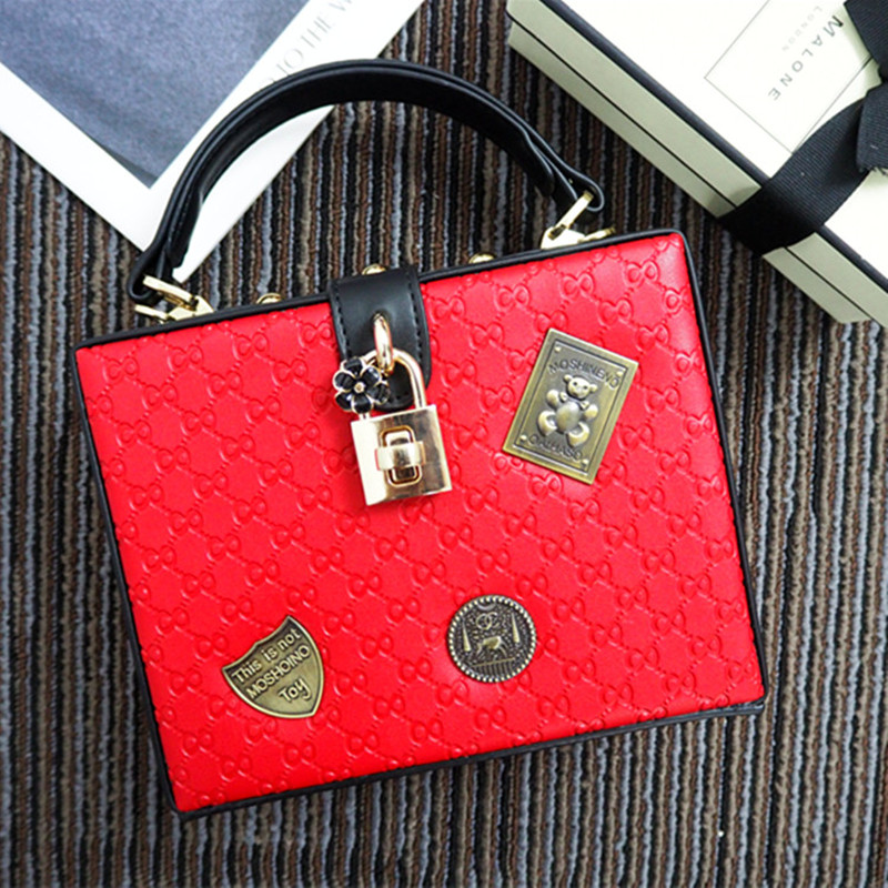 ФОТО 2017 Hot Sale Of The Ladies Bag Retro European And American Grand Brand Medal Package Iron Card Single Shoulder Oblique Handbag