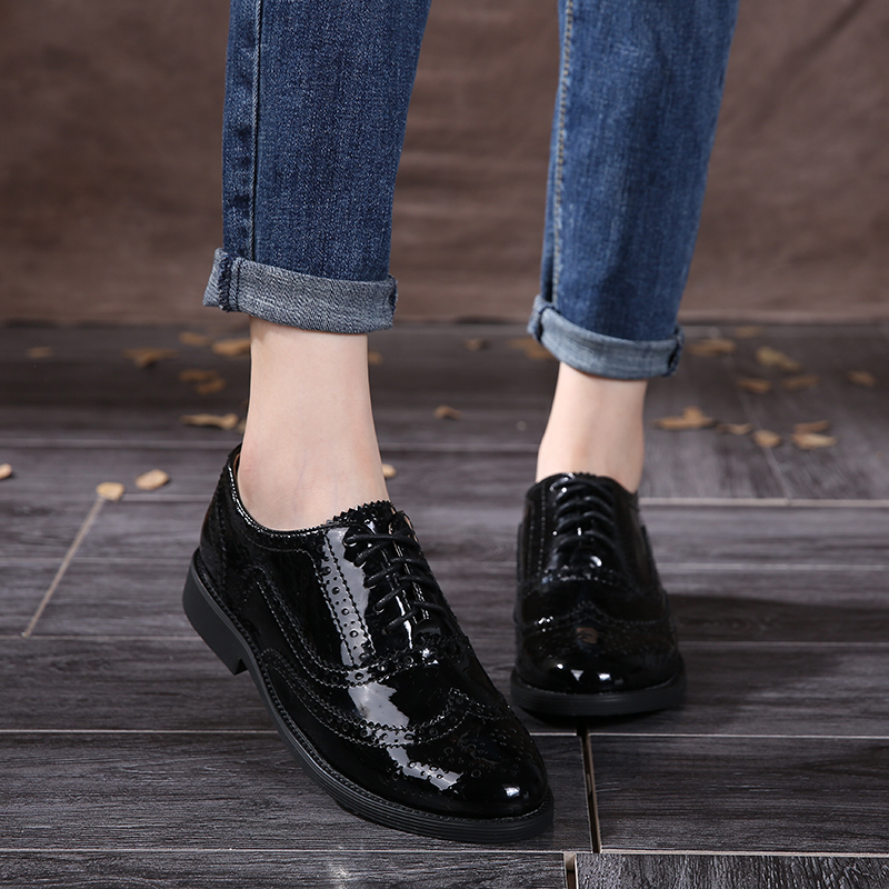 Leather Shoes Woman 2017 Cow Leather Women Oxfords Cut Out Carved Genuine Leather Flats Round Toes Black Lace-Up Brogue Shoes qmn women genuine leather platform flats women laser cut patent leather brogue shoes woman oxfords lace up leisure shoes 34 39
