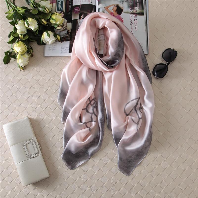 bdea3509a3df0 [Peacesky] 2017 heißer verkauf bandana Luxus Marke Print Scarve Frau Mode  Schals 100% Silk Schal Frauen Schal Druck hijab