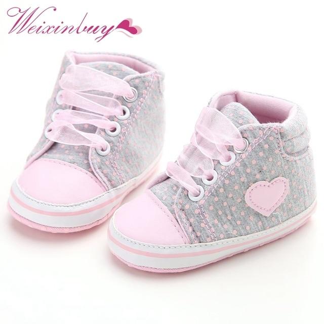 Для новорожденных Обувь для девочек в горошек сердце Осень Кружево-Up Обувь для малышей Спортивная обувь Обувь малыша Классическая Повседневная обувь