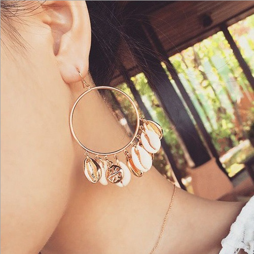 Fashion Women Puka Natural Shell Drop Earrings Ivory Color t