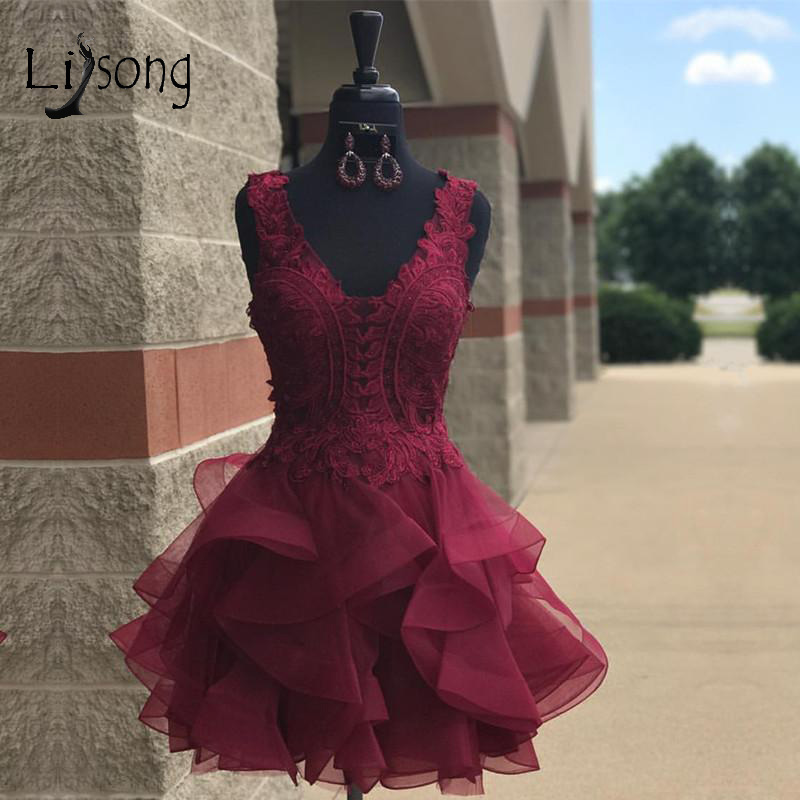 Burgundy Lace Short Cocktail Dresses 2018 Appliques Ruffles Royal Blue Mini Homecoming Dress V-neck Fashion Prom Gowns Cheap