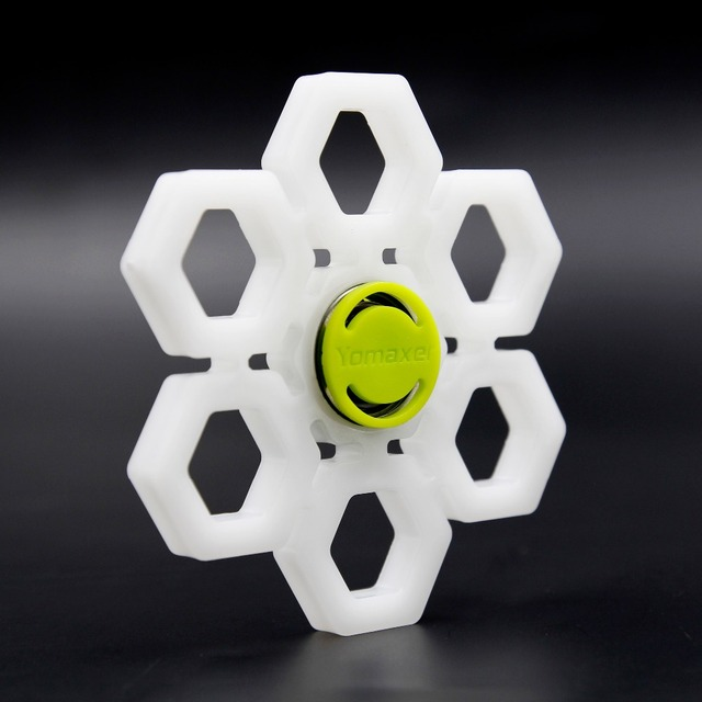 Yomaxer  Fidget Spinner Snowflake Shape 608 Bearing Nylon Material Christmas Hand spinner Autism and ADHD ADD Toys Snow white