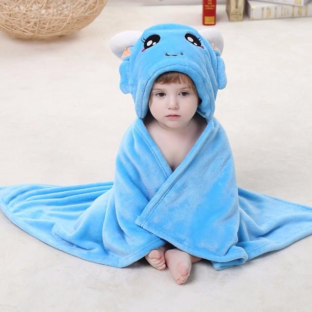 Moda lindo fleece con capucha bebé de la capa capucha de piel chal