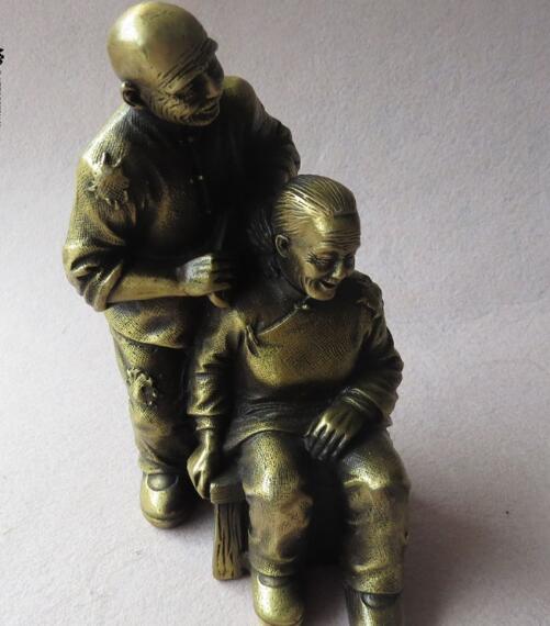 Faites les anciennes statues en bronze antiques de lartisanat en bronze du vieux coupleFaites les anciennes statues en bronze antiques de lartisanat en bronze du vieux couple