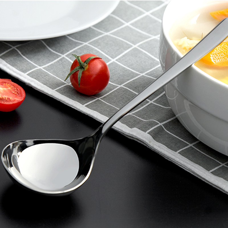 050 Kitchen Tableware Silver Stainless Steel Spoon Dinner Soup Spoon Ladle Dessert Ice Cream Table Spoon 17 5 5cm in Spoons from Home Garden