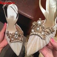 Hot Apontado Toe Mulheres Bombas Lace Cristal Embelezado Pérola Decoração de Salto Alto Fino Fivela Projeto Slingback Shoes Chaussures Femmes