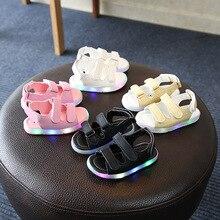 Sandalias resplandecientes Led de verano para niños y niñas, calzado deportivo informal ligero para niños, zapatos planos para bebés, sandalias de cuero para la playa para niños