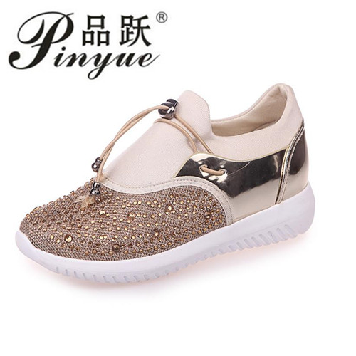 2018 Women Flat Shoes Breathable Ladies Leather Shoes Spring Crystal BlingCasual Slip on Women Shoes Causal Shoes Women free shipping candy color women garden shoes breathable women beach shoes hsa21