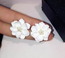 New Fashion Trend European Classic Pearl Jewelry White Flowers Gold-color Best Gift for Christmas Day Stud Earrings