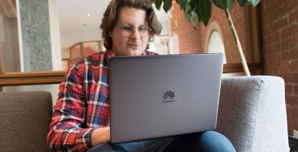 huawei-matebook-13-with-jon