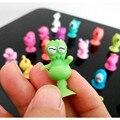 10 pçs/lote Figuras de Ação boneca de Brinquedo bonito Otário pequeno monstro Pequenos animais crianças Brinquedos Mini Cápsula Presente Das Crianças