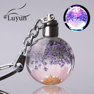 Luyun Small fresh dried flower keychain round crystal glass key chain key ring Wholesale(China)