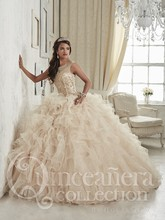 2017 High Quality Champagne Ball Gown Quinceanera Dresses Beaded Crystal Embroidery Princess Sweet 16 Dresses for