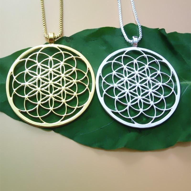 Collier fleur de vie, métal argenté ou doré, plaqué argent ou or, chaîne et pendentif pour femme homme unisexe, mode tendance style zen fashion yoga, porte bonheur, sur une feuille verte