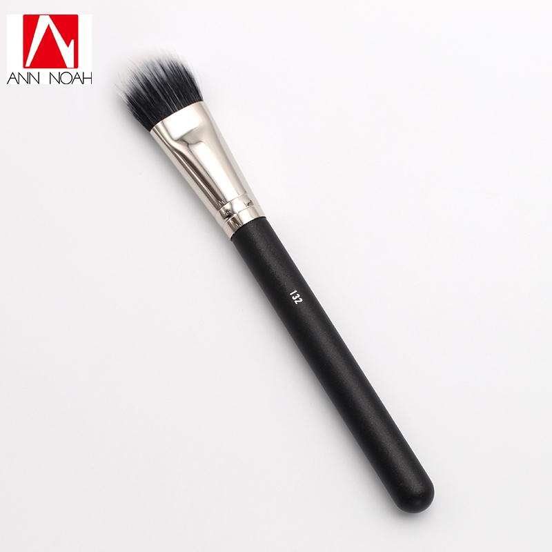 Black Feature Wood Handle Natural Synthetic Duo Fiber 132 Mineral Foundation Brush For Makeup