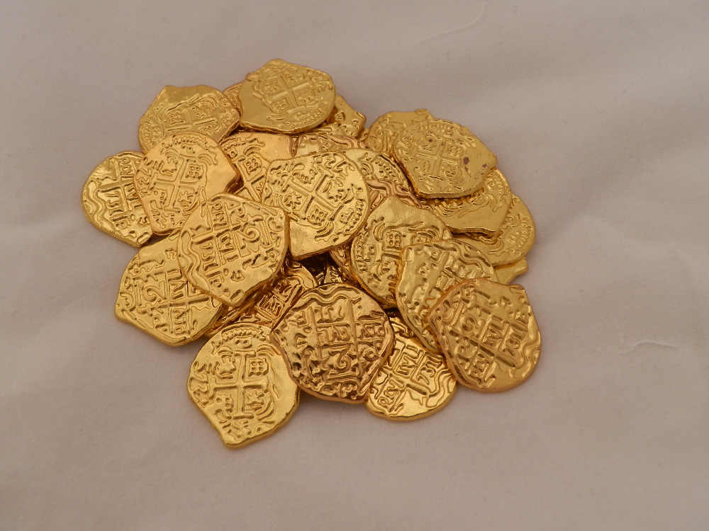 Pirate European Treasure  Spain Doubloon gold coin  Difference colors toy coins for choose   1pcs/lot