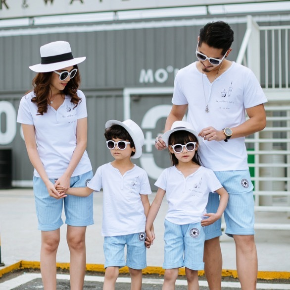 Fashion Family Matching Outfits Summer Mom Daughter Dad Son Cotton White Short T shirt & Striped Pants Boy Girls Clothing SA1309