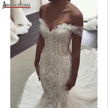 Vestido de novia de sirena con tirantes y hombros descubiertos