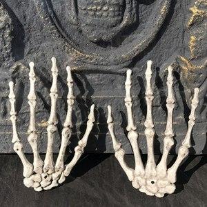 Image 4 - 1 par de decoração realista, tamanho de vida, esqueleto, mãos, plástico, falso, osso de mão, zumbi, festa, adereços assustadores