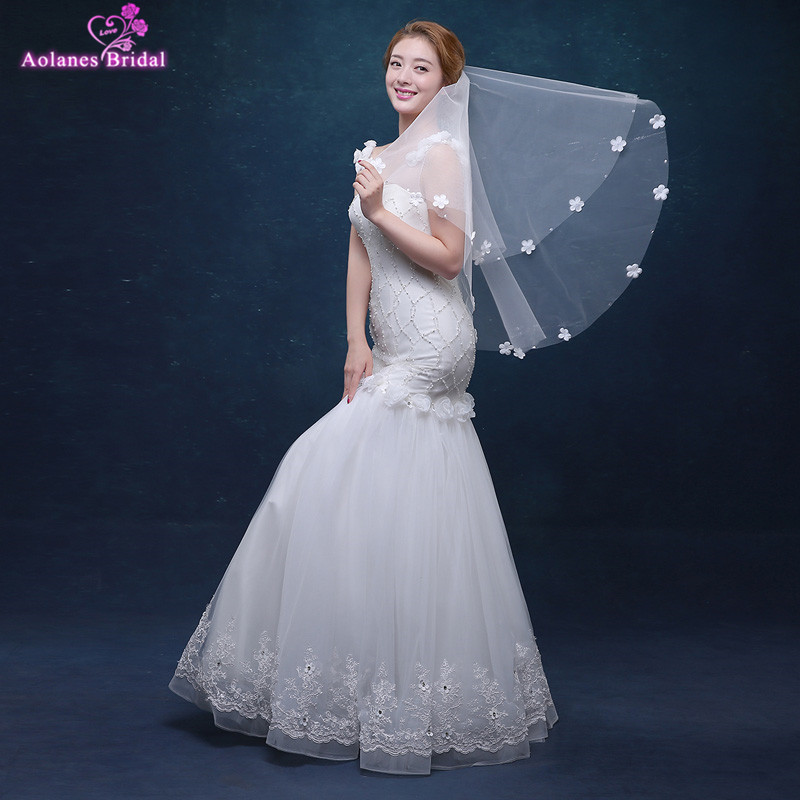 AOLANES Wholesale White Bridal Veils Short One-Layer L3D Flowers Wedding Veils Cheap In Stock Wedding Accessories  2018