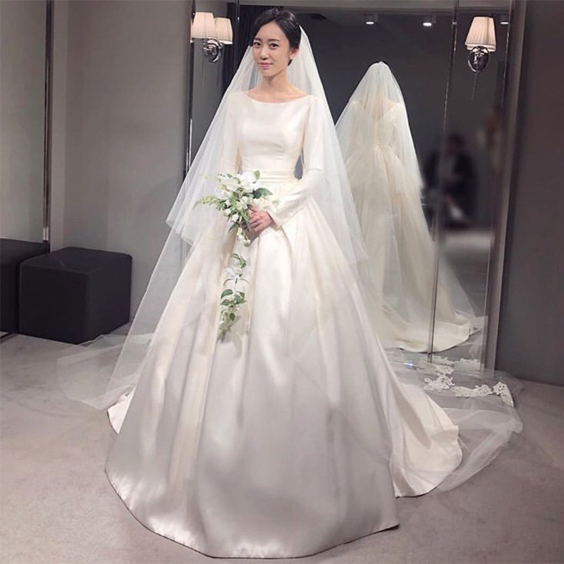 Simple Vintage Wedding Dresses With Long Sleeves Scoop Neck White Ivory Satin Korea Women Bridal Gowns