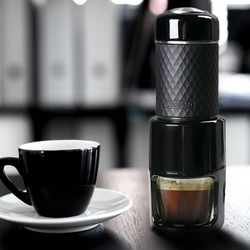 Máquina de café portátil versión en polvo de la máquina de transporte automática de mini coche americano taza de café eléctrica cápsula máquina de café