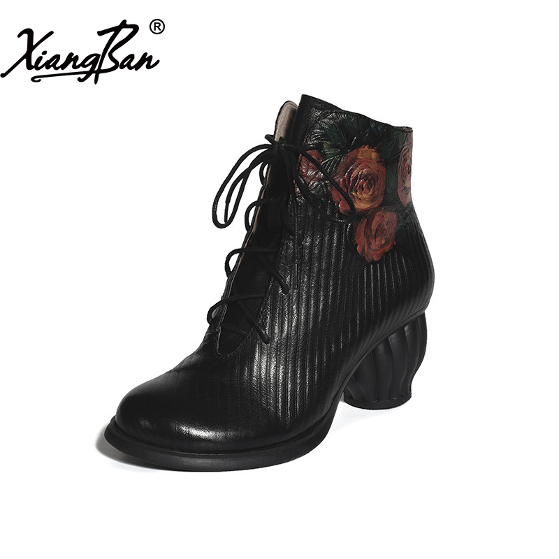 Натуральная кожа высокая пятки женщины ботильоны шнуровкой черный тиснением окрашены этническом стиле грубый каблук дамы Мартин сапоги Xiangban
