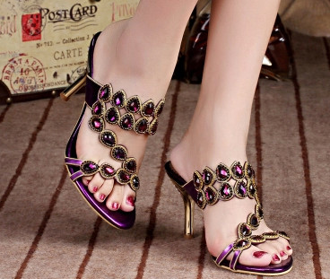 In the summer of 2015 the new Roman sandals women costly diamond crystal diamond stiletto heel set auger sandals the new 2016 limited rivet set auger handbag contracted with diamond crystal diamond bag