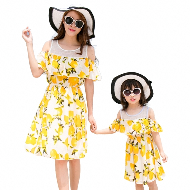 Nuevo verano vestidos baby Girls Vestido de Madre e hija Familia mirada Trajes Amarillo limón impresión muchacha de las mujeres de vacaciones vestido de novia