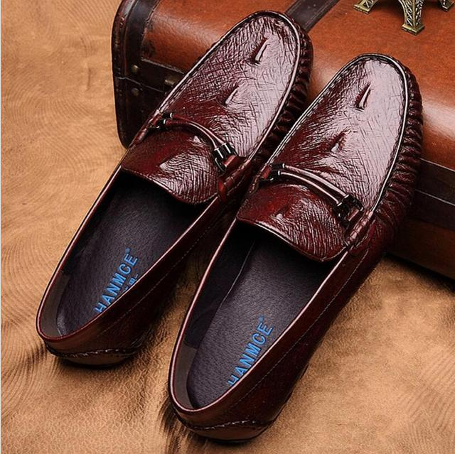 ebde6b5914 Homens Sapatos de Couro Genuíno Plano Mocassins Homens Do Vestido de  Casamento Estilo Crocodilo Mocassins Homens