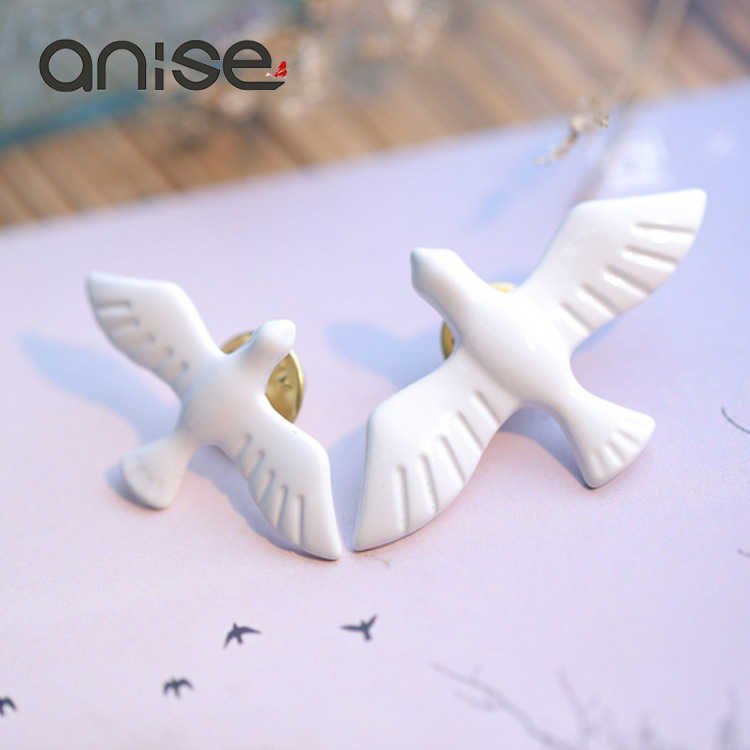 Anise Simple White Dove Bird Brooches Cute for Women Men Peace Pigeon Animal Banquet Brooch Pins Weddings Badge Accessories Gift