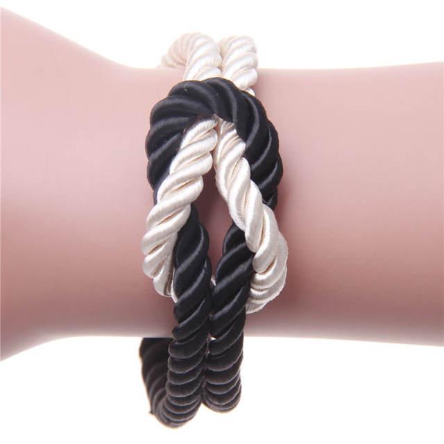 Zelf een touw armbandje knopen