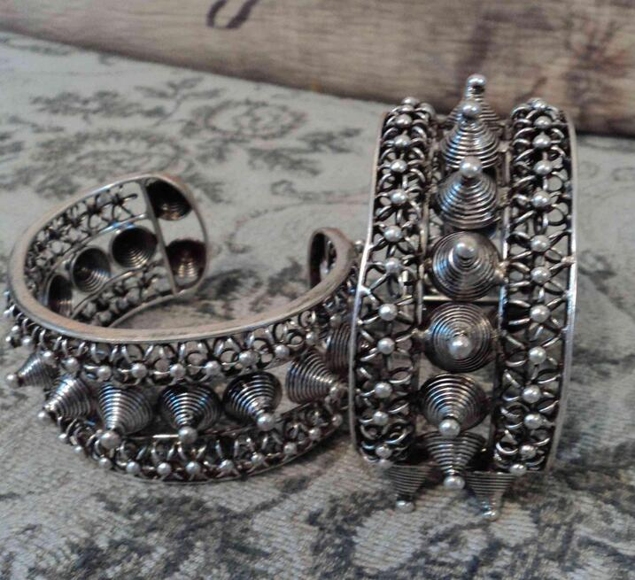 Classical 1pc of Chinese tribal Miao silver bracelet