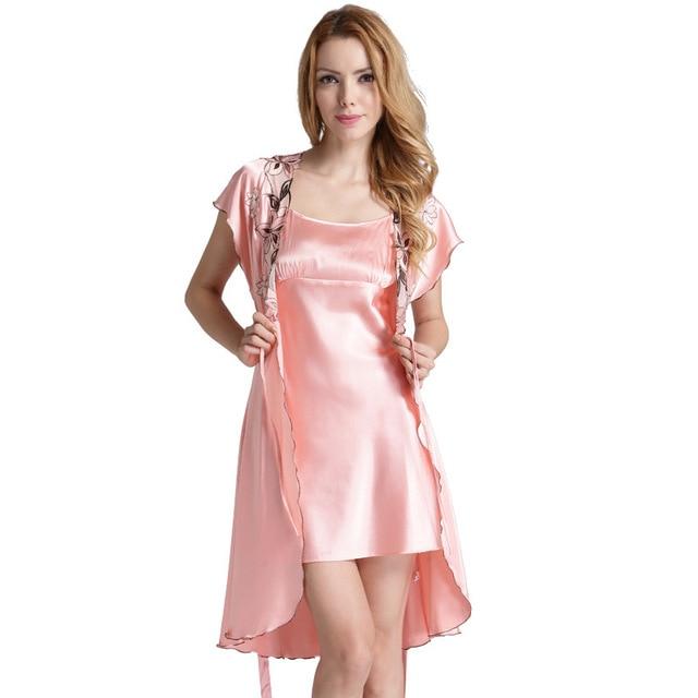 dfc1e9957 Robe e Camisola de Cetim de Manga curta Pijamas Set Mulheres Desgaste Casa  das Senhoras Vestir Vestido de Duas Peças De Seda Roupão de Banho  Deslizamento ...