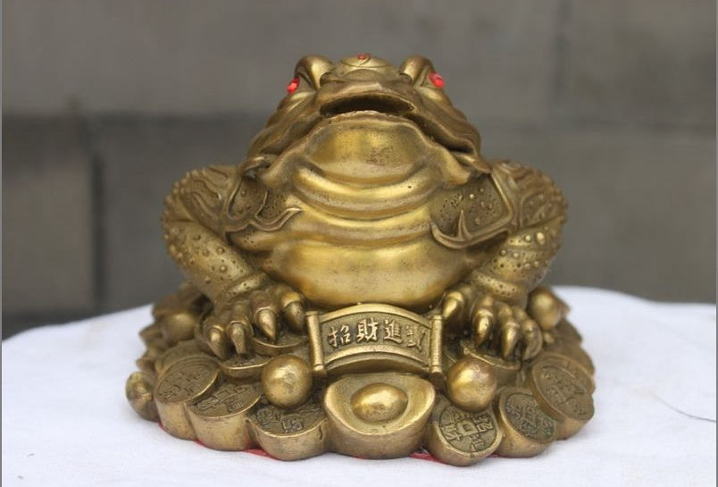 Old Chinese Feng Shui brass wealth coin Golden Toad hoptoad spittor statue