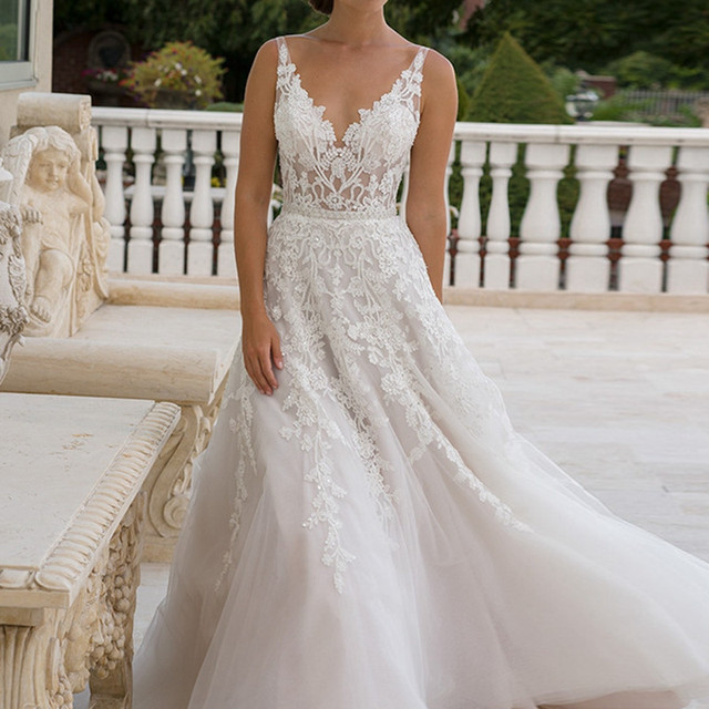 e8850d59f8c Spaghetti Straps Backless Lace Wedding Dress 2017 Sexy Vestidos De Noiva  V-neck With Appliques