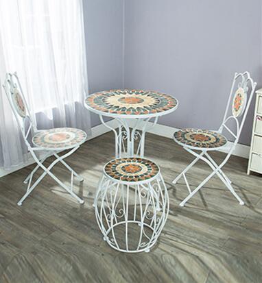 Кафе, кованого железа двор открытый мозаика, столы и стулья, чайный столик ...