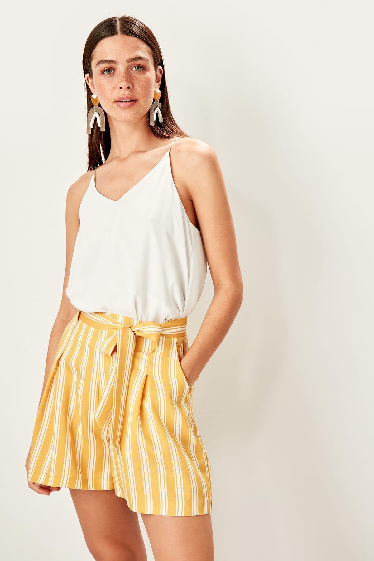 Trendyol Mustard Lacing Detaylı Shorts TWOSS19WX0105