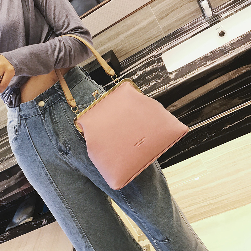 Autumn And Winter New Korean Style Simple Clip Hasp Shoulder Bag Fashion Pure Color Joker Messenger Bag Leisure Simple Handbag popular handbag women simple shoulder bag vintage hand bag retro korean style 3 classic color satchel bag leisure locomotive bag