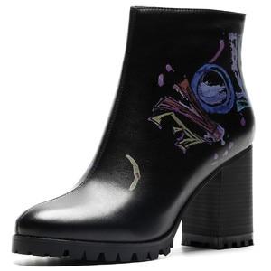 Image 2 - FEDONAS moda yeni kadın baskı yarım çizmeler yüksek topuklu fermuar gece kulübü parti ayakkabıları kadın Punk sonbahar kış temel botları pompaları