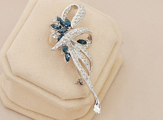 SHUANGR Luxury Crystal Flower Brooch Lapel Pin Rhinestone Jewelry Women Wedding Hijab Pins Large Brooches For Women brooches 9