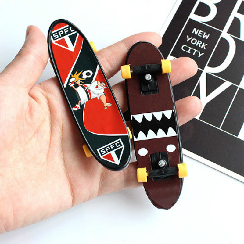 Classic toys Toy Mini Finger Scooter Action Figure Funny Gadgets for Kids Toys Beauty Gift Joke
