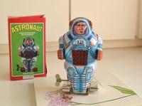 Retro clockwork tin toys Classic clockwork tin robot Machine Astros Rare collectibles