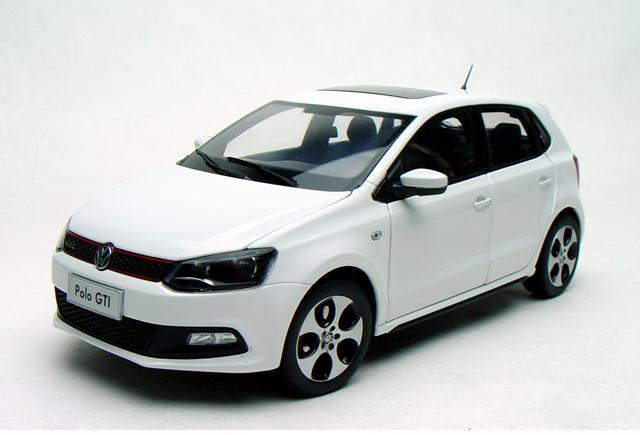 цена на 1:18 Diecast Model for Volkswagen VW Polo GTI 2012 White Hatchback Alloy Toy Car Miniature Collection Gifts