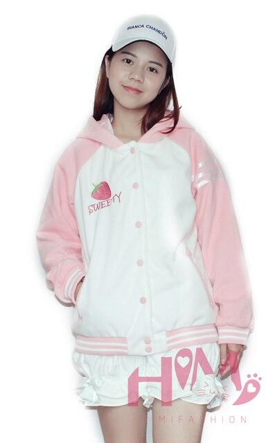 Клубника вышитые контрастного цвета молодой дамы зимнее пальто розовый Хлопка мягкой женщины очаровательны СЛАДКИЙ вышивка толстые куртки