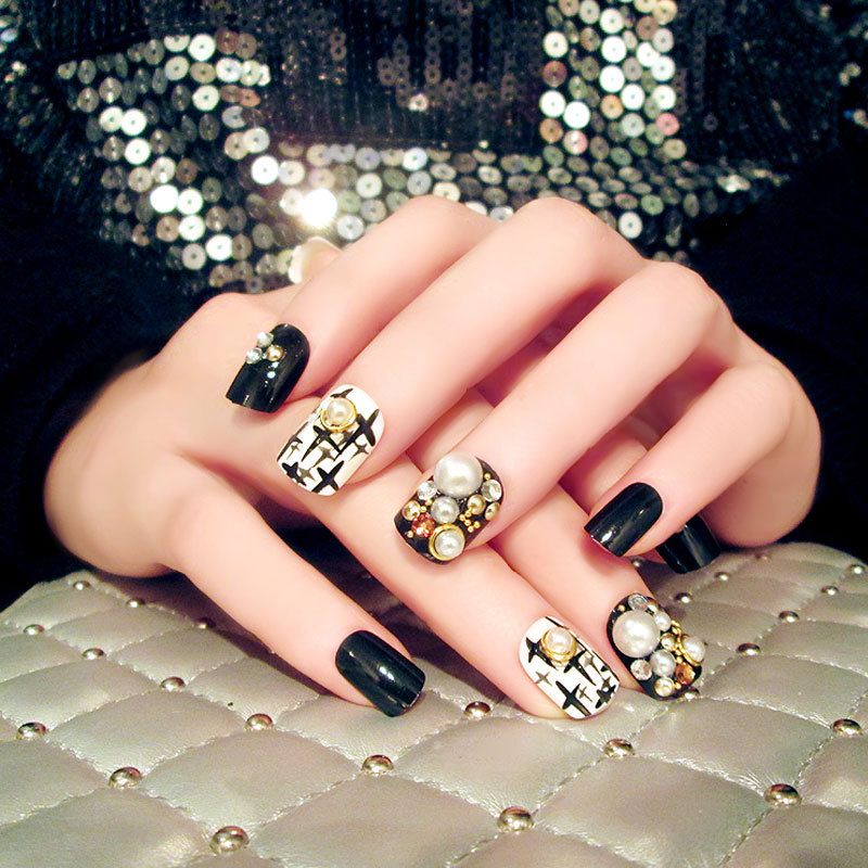 24Pcs Set Black White Fake Nail Tips Short Oval Full Cover Nail Art Tips Rivet Pearl Press on Nail Faux Ongles with Glue Sticker in False Nails from Beauty Health