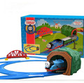 Томас Поезд Электрические Железнодорожный Железнодорожный Поезд Трек Томас И Его Друзья мальчик Игрушечный Автомобиль Hot Wheels Автомобили Машины Детские Игрушки для дети